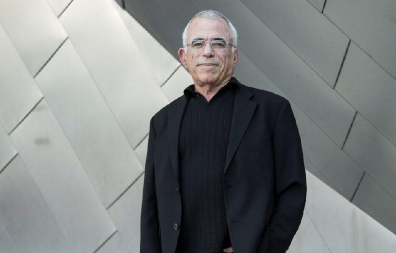 A designer Rob Janoff.