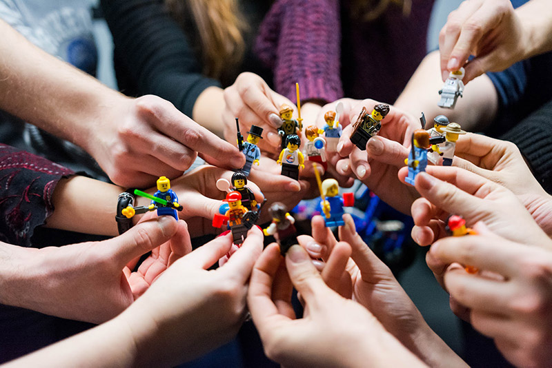 Lego minifigures: let's play with firends