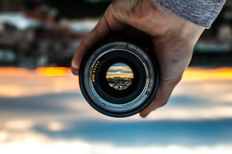 Photo lens through which you see good quility landscape