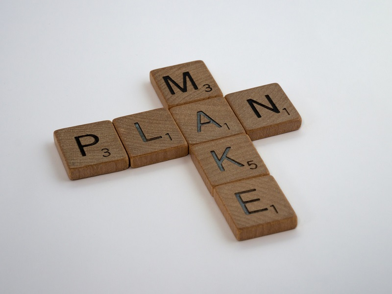 """Wooden puzzles that say """"Make plan"""""""
